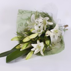 Bouquet of white Oriental lilies.