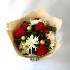 Bring Christmas tidings this year with this gorgeous bouquet of mixed Christmas toned flowers.